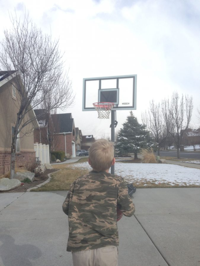 Jace getting ready to shoot a basketball.