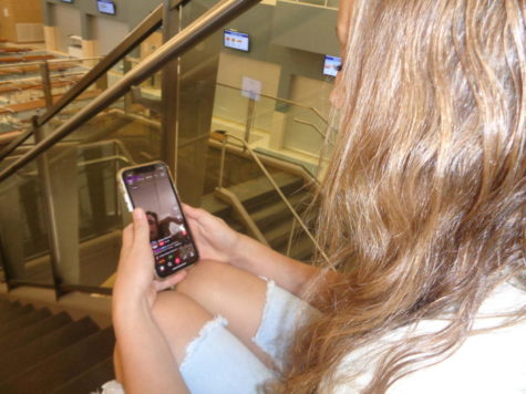 Young teens hypnotized by social media